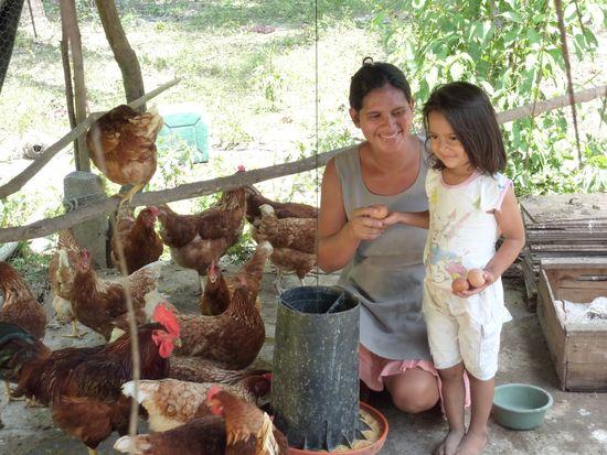 Famila comiendo en el Salvador
