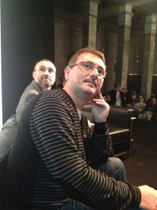 Andoni Aduriz observando una de las pantallas en el momento de su intervención en el módulo de las verduras