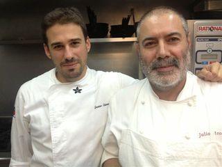 El gran cocinero Julio Reoyo, propietario de El Mesón de Doña Filo, con su ayudante Javier Estevez, concursante en el programa Top Chef