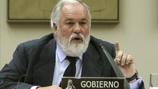 Arias-Canete-comparecera-explicar-bunkering_EDIIMA20130829_0049_4