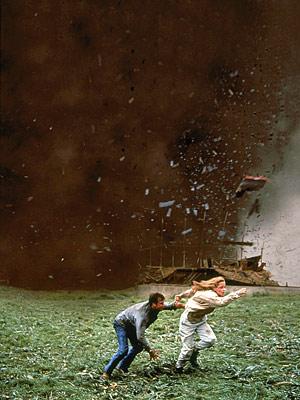 Twister_movie_image_bill_paxton_helen_hunt_01