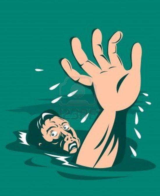 7238007-hombre-ahogado-tender-la-mano-para-obtener-ayuda
