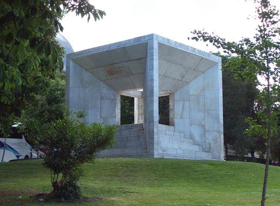 Monumento_a_la_Constitución_de_1978_(Madrid)_01