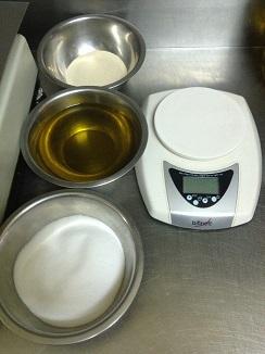 Ingredientes y peso. Todo debe calcularse al milímetro. Las pizzas de calidad no se preparan a ojo