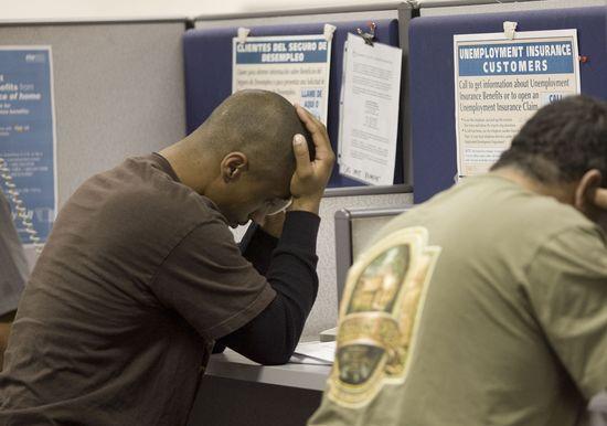Un trabajador en paro en una oficina de empleo de Estados Unidos.