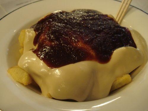 Patatas bravas (mixta) de Bohemic.