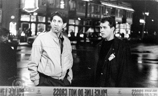 Picture-of-ray-liotta-and-peter-coyote-in-unforgettable-1996--large-picture