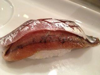 Matrimonio. Nigiri de boquerón y anchoa en salazón. 99 Sushi Bar