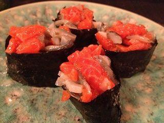 Gunkan de salmón