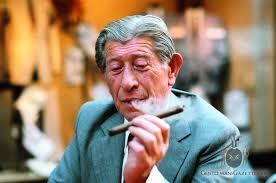 Zino Davidoff, con sus famosos gigarros habanos