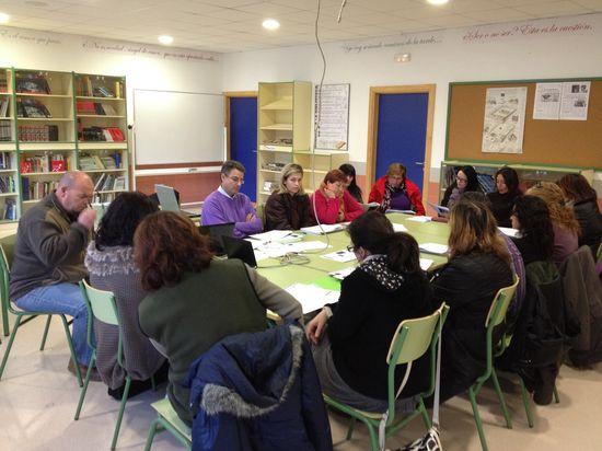 Reunión de madres y padres en el centro