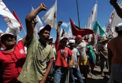 Campesinos-reclaman-tierras-Maraba-Brasil_PREIMA20120125_0198_10-391x266