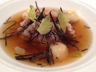 Dumplings de liebre, sopa con apio y trufa