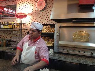 Interiror de la pizzeria Guerrin en Buenos Aires