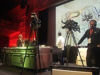 Imagen durante su intervención en Omnivore. Le acompañan Sebastian Demorand y Philippe Regol que actuó de traductor