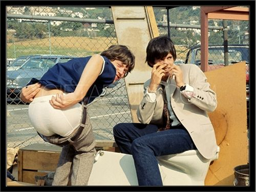 Mick-Jagger-and-Keith-Richards-Goofing-0204-0000346_800