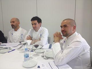 Un grupo del jurado. De izquierda a derecha los chefs franceses Yan Barreaud, Nicolás Serrano, y Erwan Poudoulec