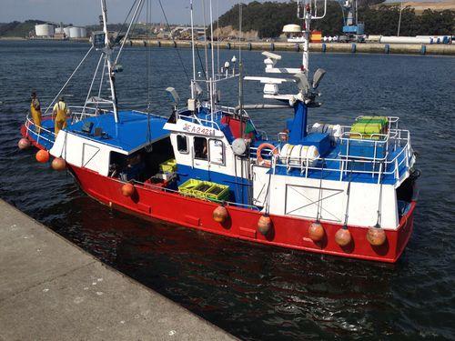 Llegando a la rula de Avilés, un barco de la flota asturiana de bajura
