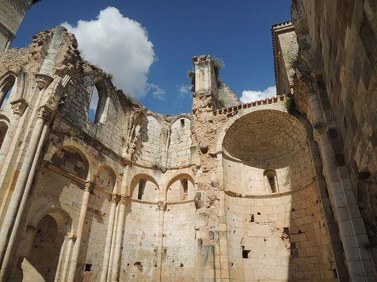 640px-Monasterio_de_San_Pedro_de_Arlanza_(7954149848)