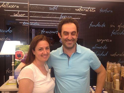 Fernando Saenz y Angelines Sánchez en su heladería  en Logroño dellaSera