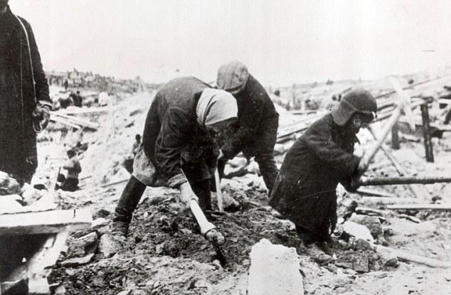 Mujeres y niños en un campo del gulag
