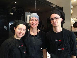 El equipo de pasteleros en el cuarto frío, el único espacio tranquilo de Diverxo