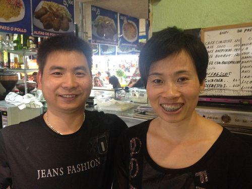 Los risueños propietarios cantoneses de Lilly - Xu