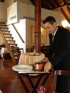 Las aguaturmas se presentan en la mesa en cazuela de cobre igual que el mejor civet