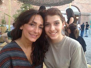 Lourdes Reyzabal, presidenta de la Fundación Raíces junto con Fátima Montes, de familia gitana