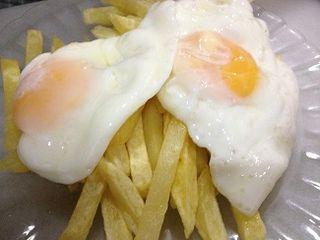 Los famosos huevos con patatas de la venta El Toro