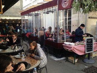 Perspectiva del comedor al aire libre y en galerías con calefacción