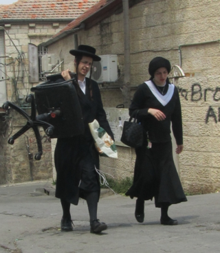 40-Mea-Shearim-Couple-with-a-new-Chair