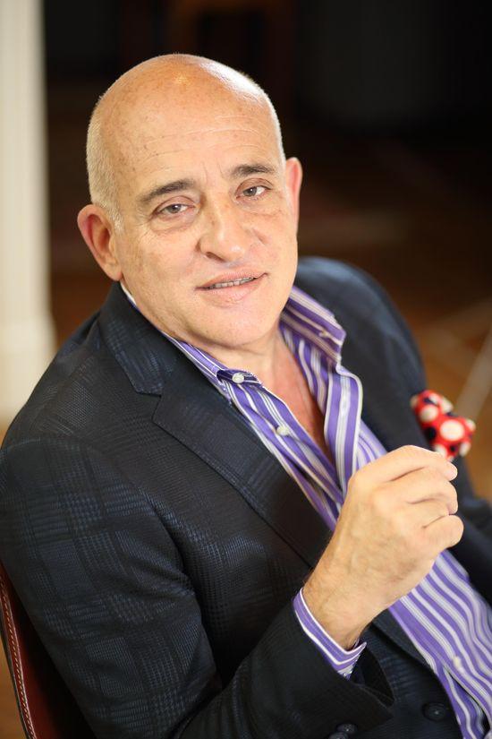 Anibal Jozami sentado