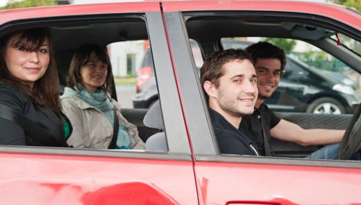 Ciudadanos compartiendo coche en Francia