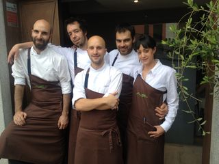 Luis Moreno y Daniel Ochoa, propietarios de Montia, con el resto de su equipo