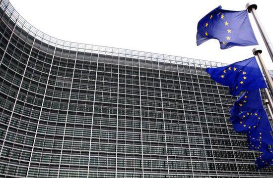 Banderas de la UE ante la sede de la Comisión Europea en Bruselas