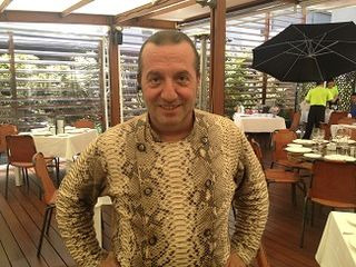Floren Domezáin en el restaurant Raíces situado en la planta baja del Wellington