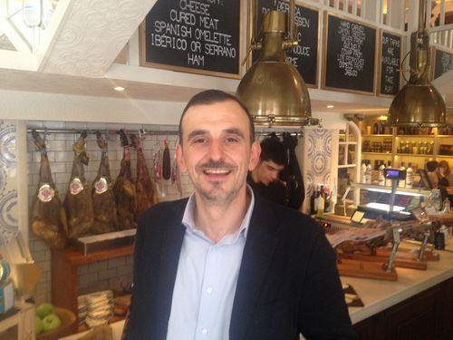 Marcos Fernández en un rincón de Ibérica en Marylebone