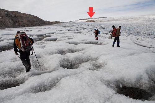 Perdida de hielo en Qalegalit 1 (flecha)