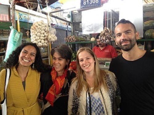 De izquierda a derecha las cocineras colombianas Antonuela Ariza, Luz Beatriz Vélez y la danesa  Kamila Seidler, junto al cocinero  venezolano Michel Angelo Cestari