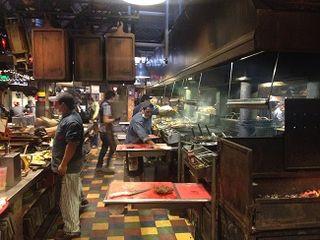 Cocinas y parrillas en plena actividad