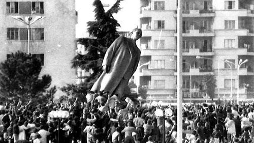 Caida estatua 2