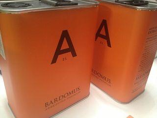Modernas latas de Bardomus, un ejemplo en la recuperación de variedades autóctonas