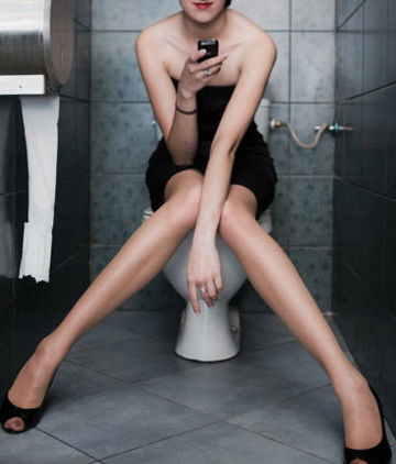 Smartphones-and-toilets-germs