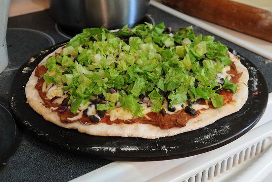Lettuce-pizza