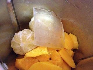 Preparando en la thermomix un sorbete de mango con aloe vera