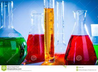 Tubos-de-ensayo-con-los-líquidos-coloridos-30937780