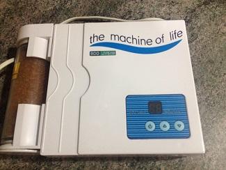 La máquina de la vida, que inyecta ozono en el agua, el aceite o en el cuerpo humano. Un diseño de Hilario García