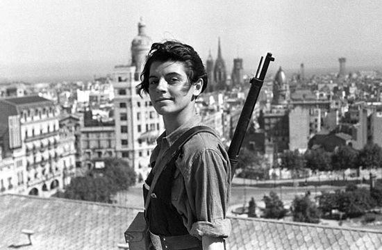 Marina Ginestà al terrat de l'Hotel Colon de Barcelona, l'any 1936 (Foto Hans Gutmann)