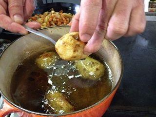 Aguaturmas confitadas en manteca de pato para elaborar un civet vegetal